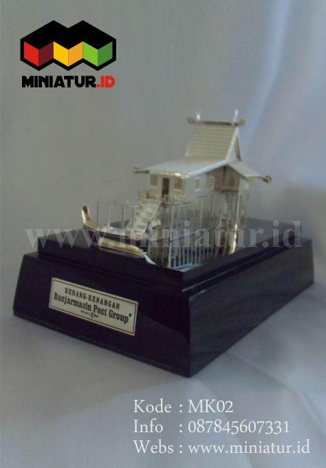 MK02-MINIATUR-RUMAH-ADAT-KALIMANTAN