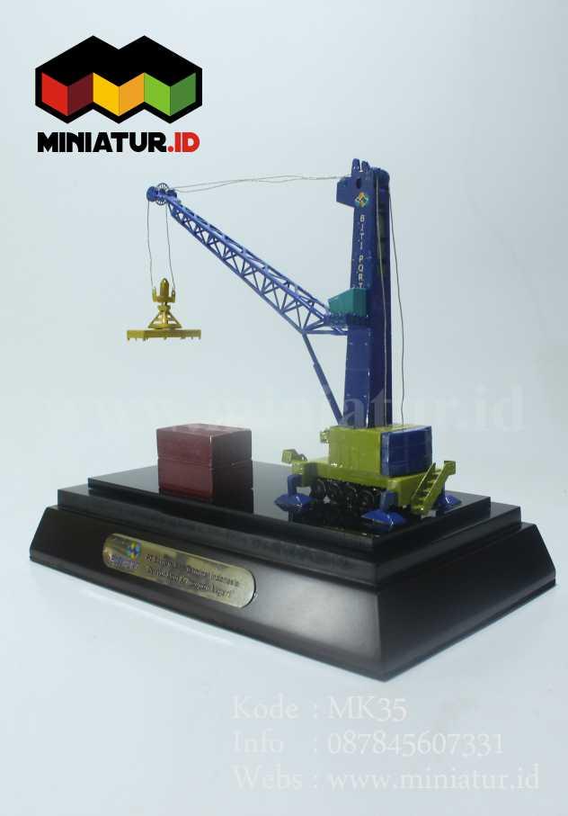 Miniatur Harbour Mobile Crane