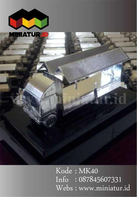 miniatur-truck-hino-dutro