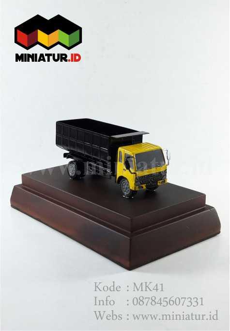 Miniatur Truk Fuso