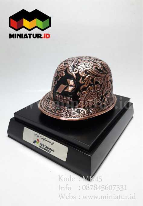 Souvenir Miniatur Helm Tembaga