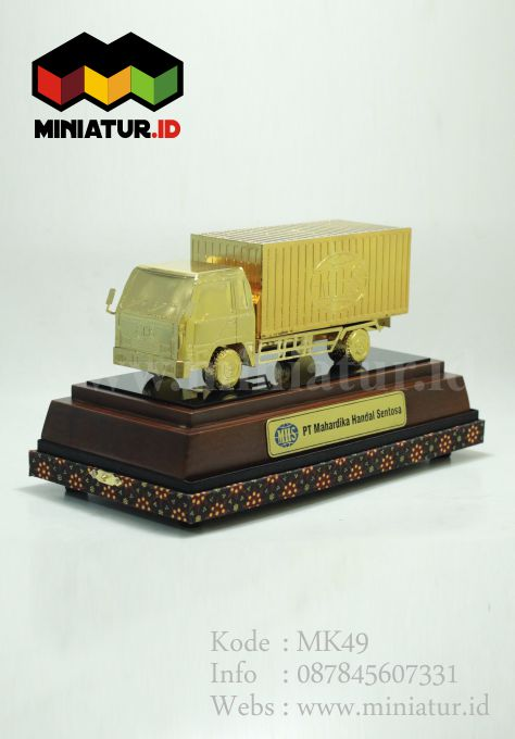 Souvenir Miniatur Truck Box