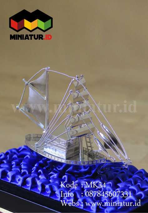 Jual Miniatur Perahu Pinisi
