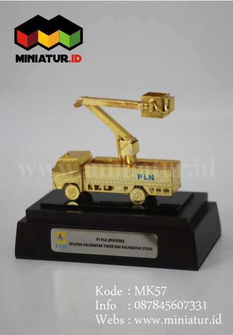 Souvenir Miniatur Truck PLN