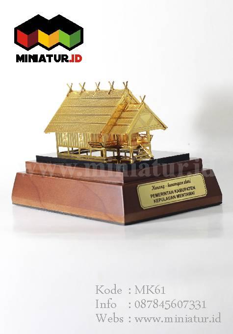 Souvenir Miniatur Rumah Adat Mentawai