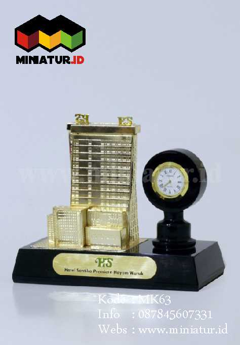 Souveniur Miniatur Gedung Dengan Pen Holder Dan jam