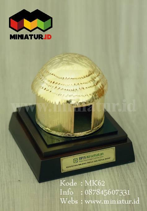 Souvenir Miniatur Rumah Adat Honai Papua