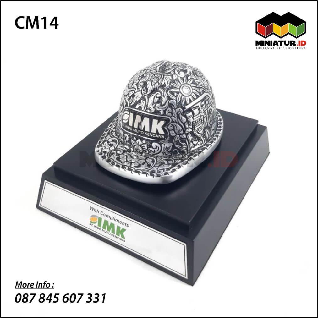 Miniatur Helm Ukir Aluminium PT Indo Muro Kencana