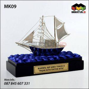 Miniatur Kapal Layar DJP Jawa Timur
