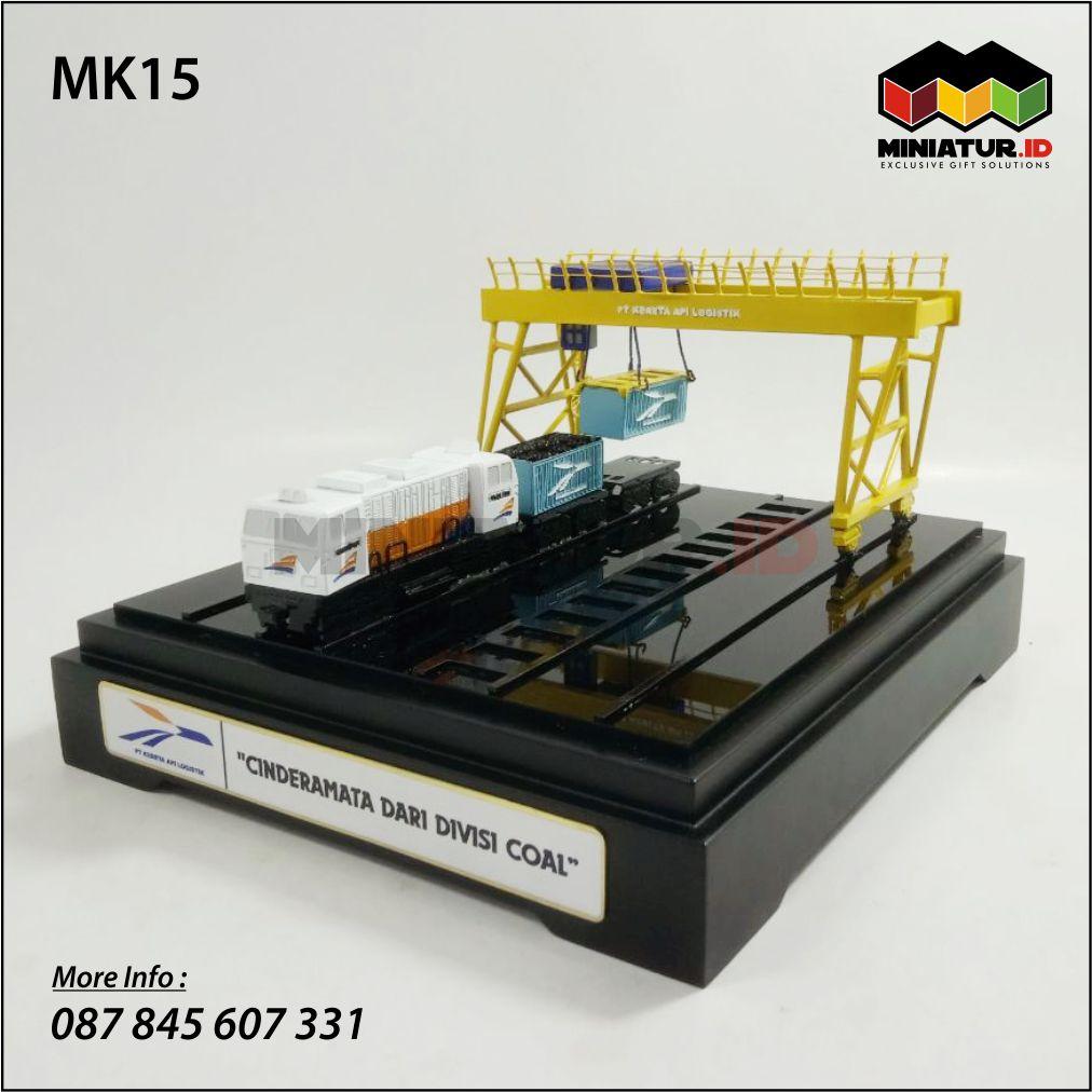 Miniatur Kereta Api Logistik