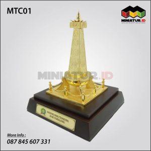 Miniatur Tugu Obor Tabalong