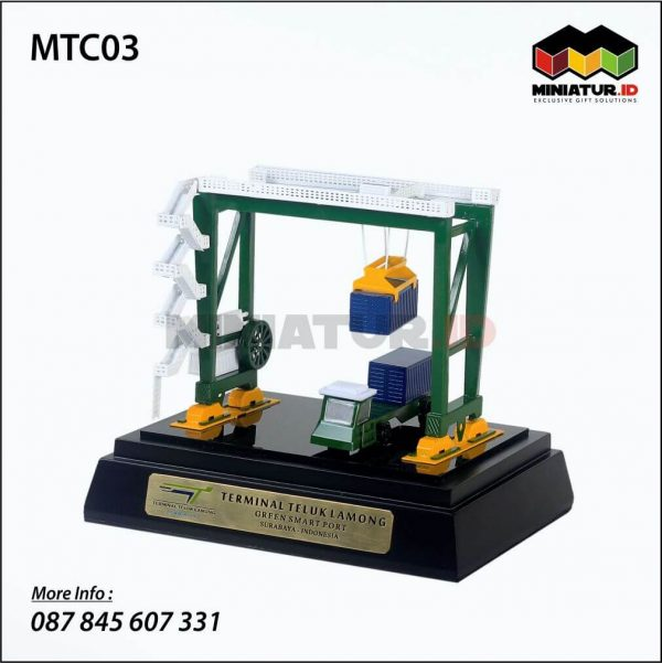 Miniatur Crane ATC Teluk Lamong
