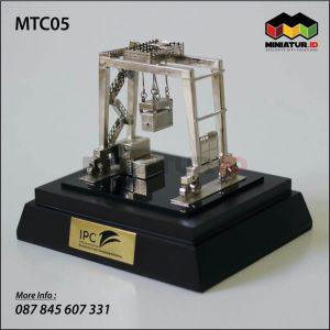 Miniatur Transtainer (Rubber Tyred Gantry Crane)